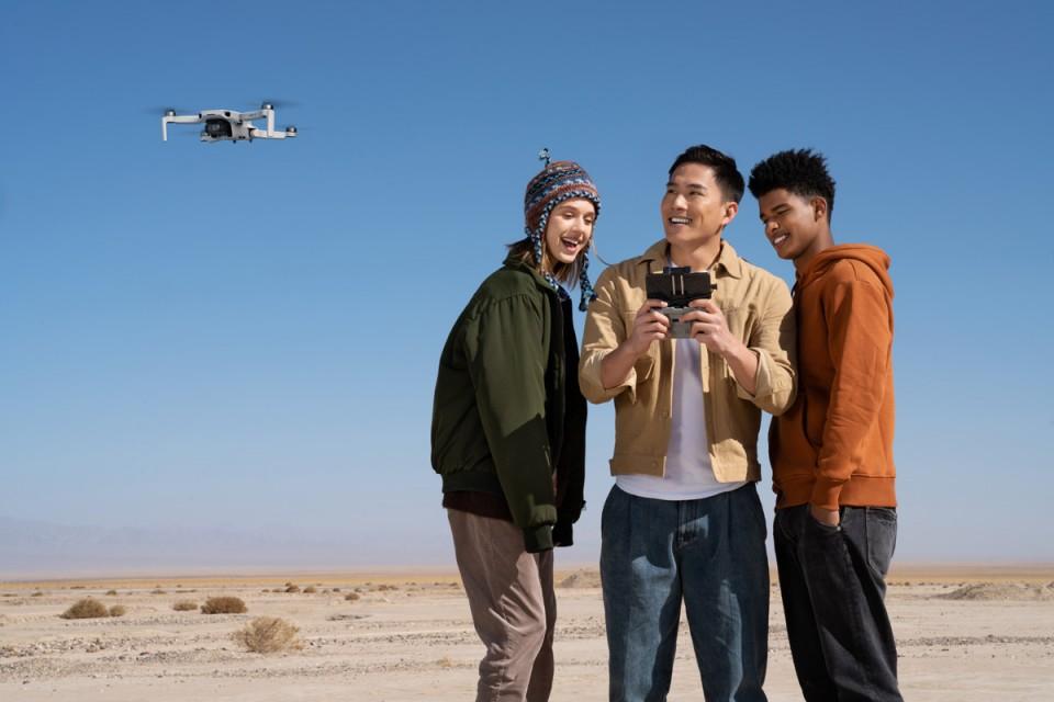DJI mini 2 drono valdymas
